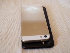 iPhone7ブラックとiPhone5sゴールド